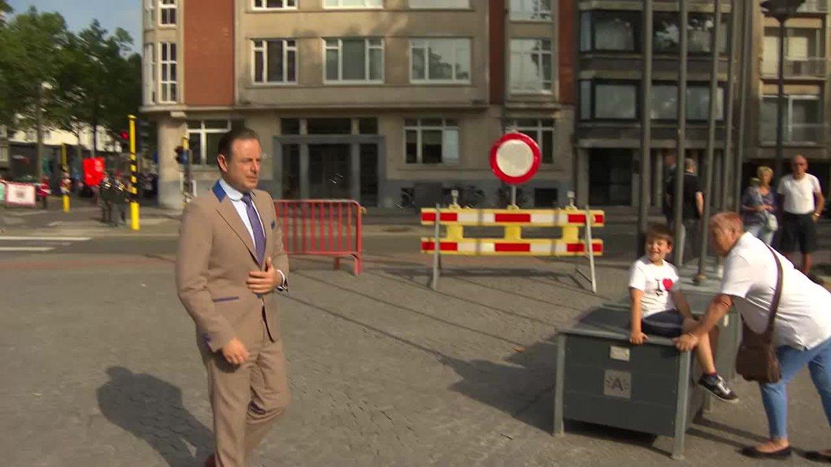 [VIDEO] Bart De Wever blijft zwijgen over Van Dijck en regering. https://t.co/13OGfYnTrd https://t.co/vQTDECLhdf