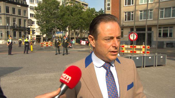 Bart De Wever blijft zwijgen over Kris Van Dijck en regeringsonderhandelingen https://t.co/uy6aye6oOW https://t.co/tYxSuSDrIH