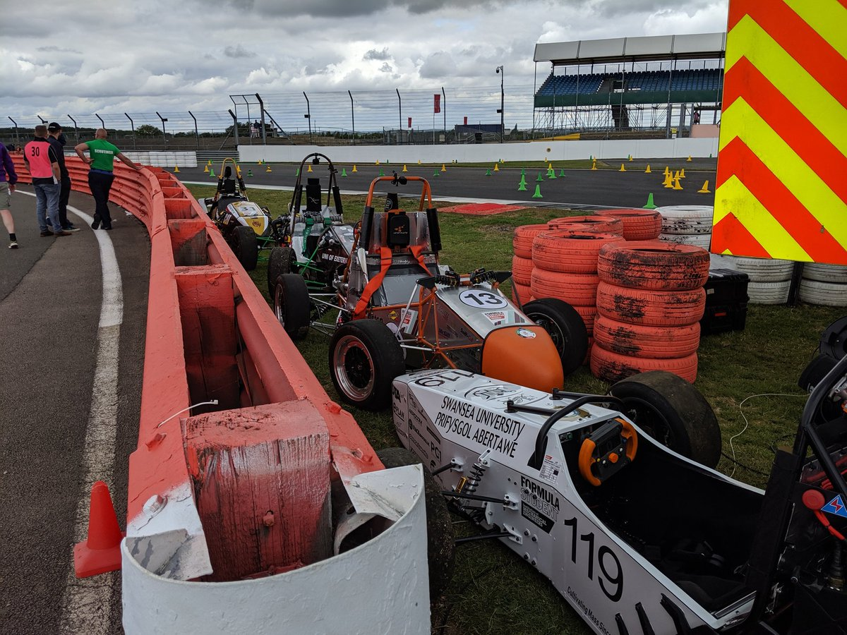 Bit of a carpark out at #FS2019 Endurance - RIP your cars @BCURacing @AstonUniRacing @Cardiff_Racing @UGRacing_fsae @UWRacing @DMURacing @ExeterRacing