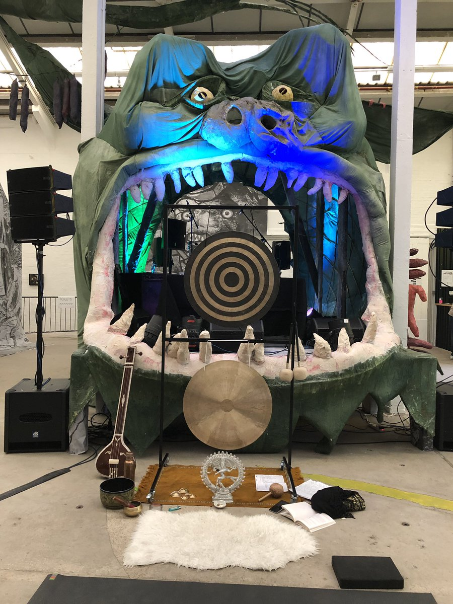 #doomyoga day 2 ready to begin!!! @supersonicfest #monsterchetwyndpic.twitter.com/L9GiYTmqo8