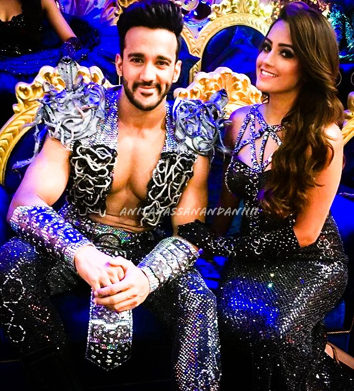 The #NachBaliye9 stage just got 100 times hotter as the firey couple #AnitaHassanandani and #RohitReddy strike a pose.  We are all the more 'Reddy' to be bitten by the nach fever, are you excited?? #ronita #anitarohit #starplus #starplusnachbaliye9 @anitahasnandani @rohitredzpic.twitter.com/sDKAAYFWvY