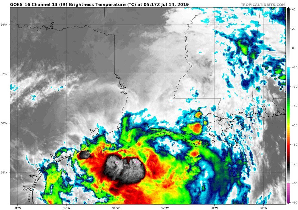 It's truly phenomenal to see an IR photo with virtually all the cold cloud tops this far offshore--in a tropical storm that's centered more than 50 miles inland. (Image courtesy http://tropicaltidbits.com) #Barry