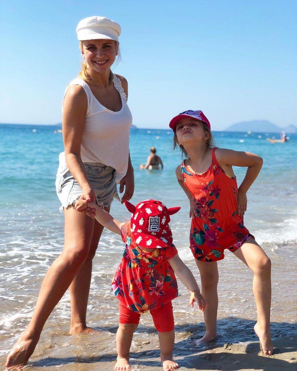 Ребрик с дочками на отдыхе в Турции