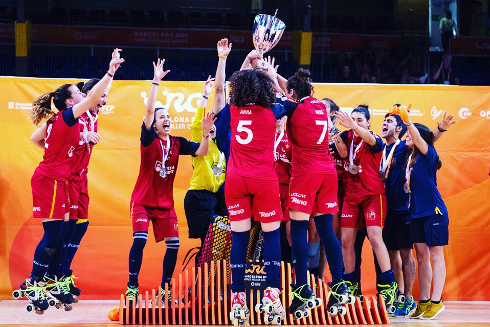 🥅 #rinkhockey 🥅  🥇 Spain is world champion again! The spanish team won over Argentina 🇦🇷 8-5.  📸 @marziacattini #worldskate #WRG2019 #WorldRollerGames #Barcelona2019 #skateaddicted #everybodyloveswheels @wrgbarcelona