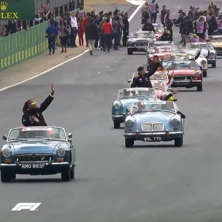 👀 @LewisHamilton  Dad's in the driving seat for the Driver Parade! 😀  #BritishGP 🇬🇧 #F1