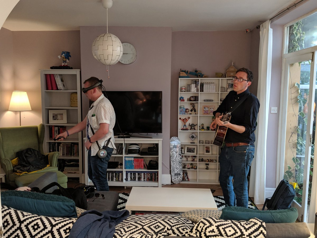 When you upgrade to the romance model of Magic Leap, @GeorgeOsborn appears to serenade you with guitar while you play.<br>http://pic.twitter.com/FAHvlioGEp