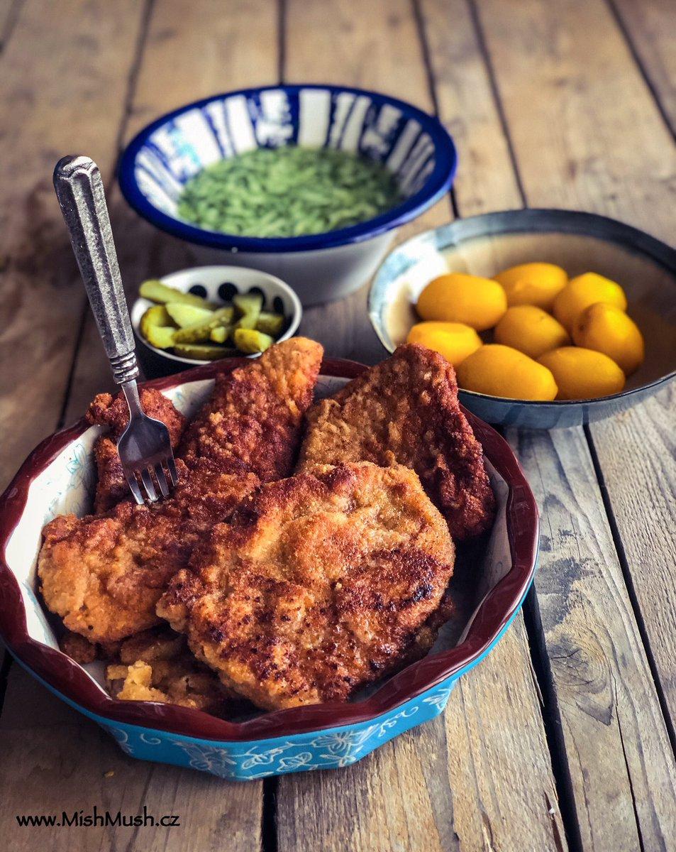 Wiener schnitzel with potatoes, cucumber salad, pickles. Sunday lunch http://www.mishmush.cz #wienerschnitzel #schnitzel #SundayLunch #lunch #Food #foodblogger #foodblog #foodbloggers #RecipeOfTheDaypic.twitter.com/MRcHEcf74W