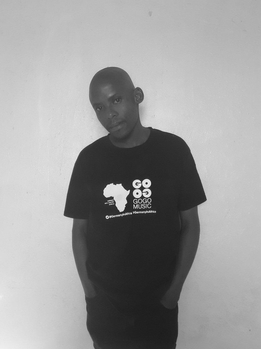 I deliver Good Music #UNiQUEDJ motivated by @GOGO_Music_1 @RalfGUM @VinnyDaVinci @djchristossa @SirLSG_SA <br>http://pic.twitter.com/a4a56hoo2G