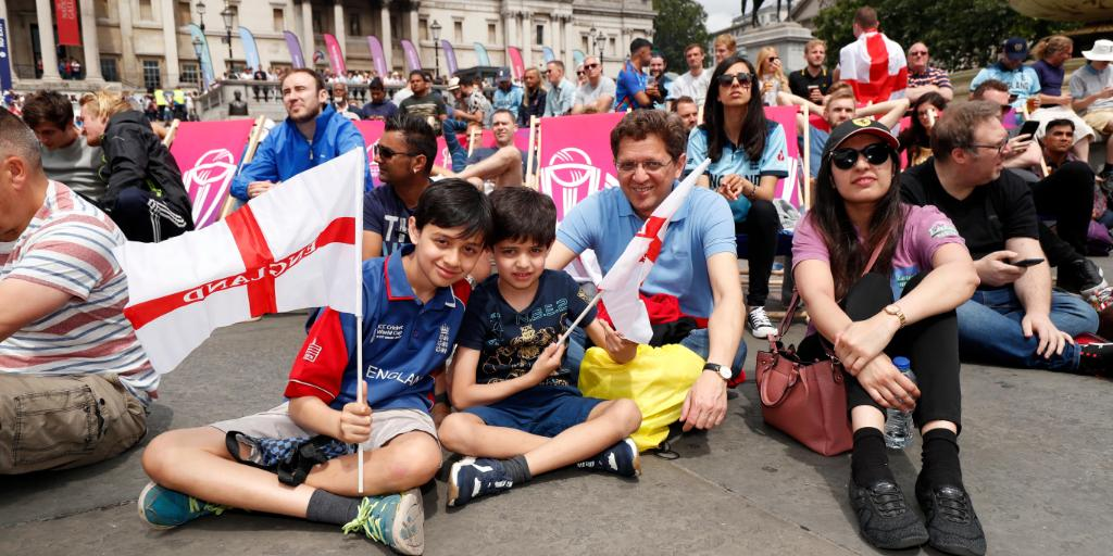 Fantastic to see so many people supporting @englandcricket in Trafalgar Square today!How and where are you following the #CWC19 final? Match scorecard: http://ms.spr.ly/6010TzqrQ #CWC19 #ENGvNZ #ExpressYourself