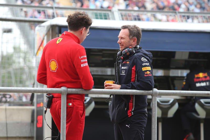 """Horner: """"Como é? Pagas o jantar por conta do estrago?"""" Binotto: """"Eu não, mas falo com o Vettel. Paga ele! Pior vai ser a falta de apetite do Verstappen"""""""