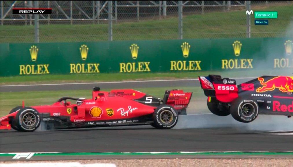 Vettel saca a @Max33Verstappen del podio de @SilverstoneUK con una embestida - https://bit.ly/2OaiIYj #F1 #BritishGP