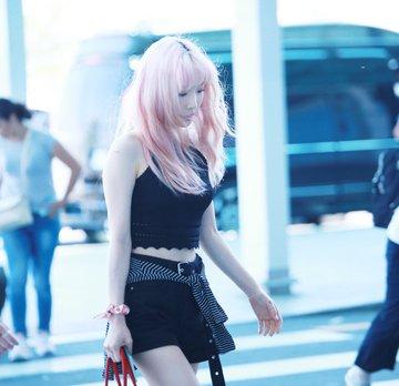 [PHOTO] 190705 Taeyeon @ Incheon Airport (heading to Hongkong) D_cmoN3UIAAqPGm?format=jpg&name=360x360