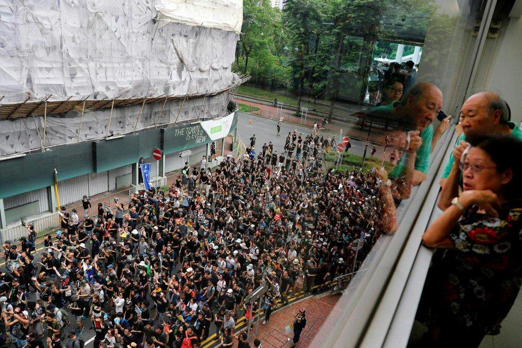 Hong Kong extradition protesters escalate fight in suburbs http://www.reuters.com/article/us-hongkong-extradition-idUSKCN1U904G?utm_campaign=trueAnthem%3A+Trending+Content&utm_content=5d2b4e310ca7240001cb579b&utm_medium=trueAnthem&utm_source=twitter…