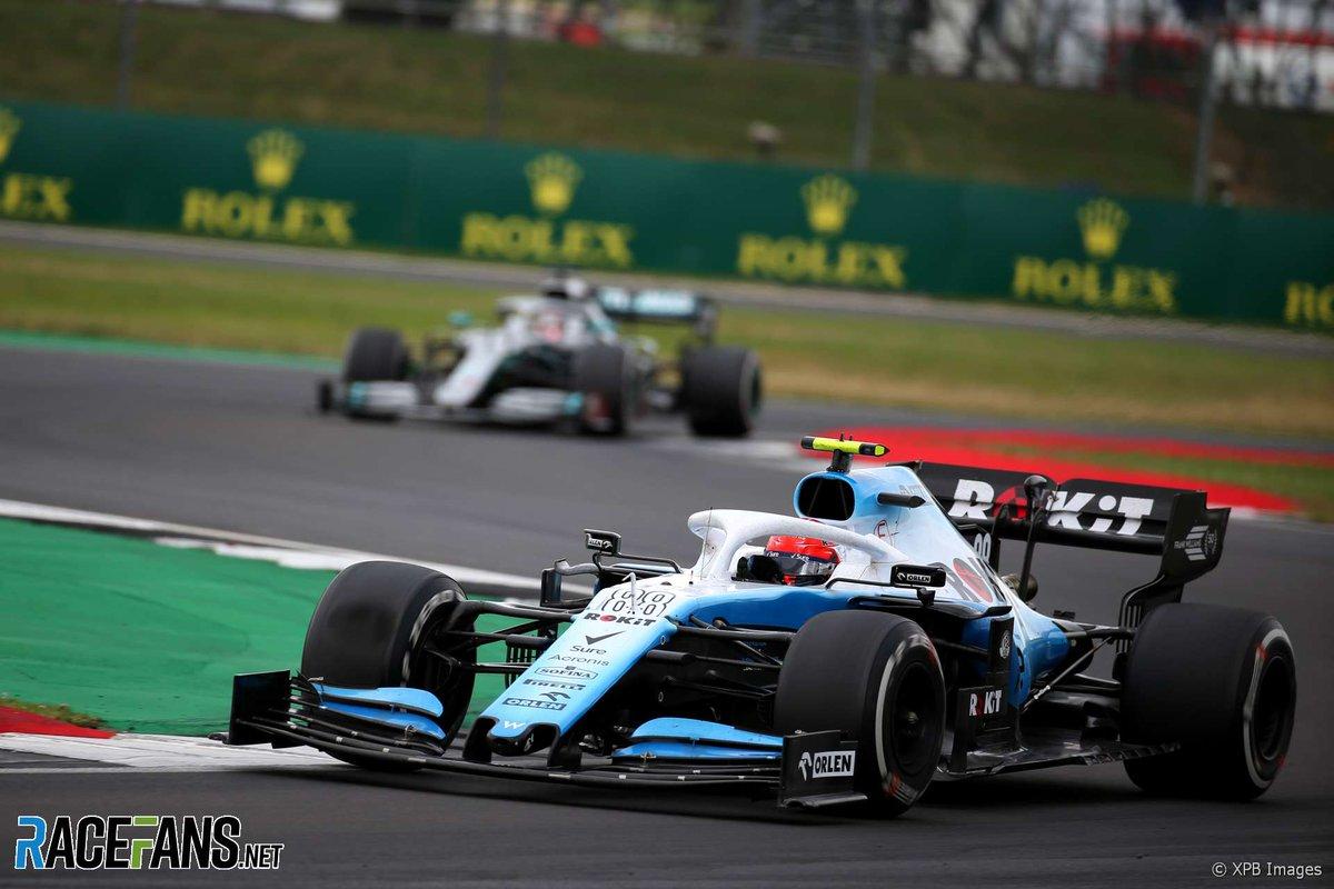 """GR - kółka jak w quali...  RK - auto się ślizga, balans zmienia...  Tempa porównywalne... aż kazali coś zmienić i nie wiadomo po co... 🤔  No i... """"- Kierowca wygląda tak samo"""" - Robert Kubica  Fajny był wyścig 😏 #BritishGP #Kubica #RobertKubica #RK88 #F1 #WilliamsRacing #GR63"""
