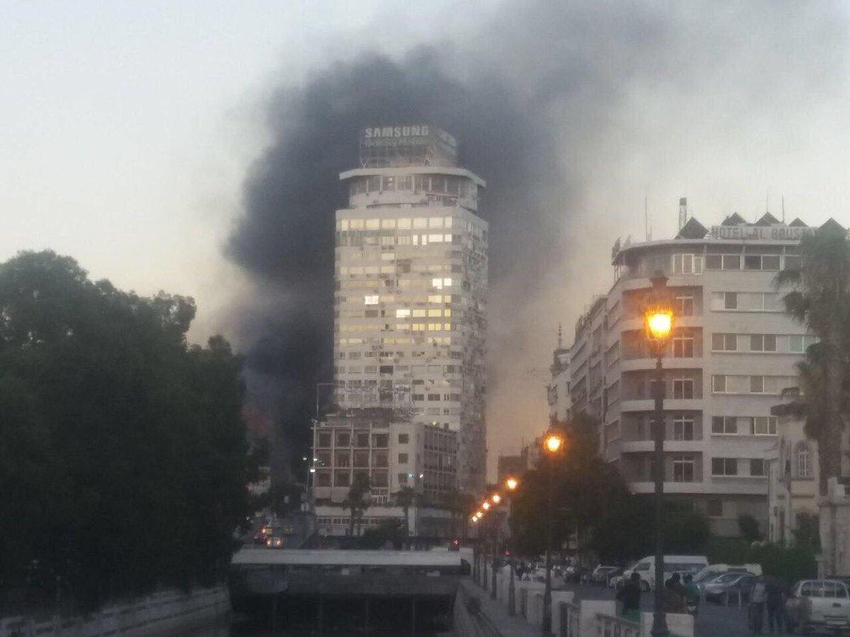 مواقع موالية للنظام: نشوب حريق في برج دمشق بالقرب من شارع الثورة وسط العاصمة #دمشق.