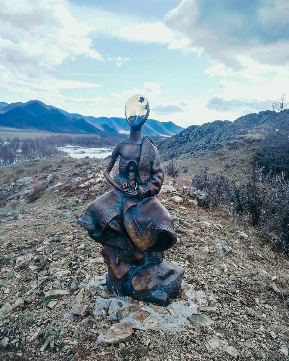 Reflecting desperately hungry days of the WWII, this eerie-looking monument in Altai Republic shows an emaciated person holding a ground squirrel in bony hands. A lot of lives were saved thanks to this animal. The monument was designed by young architect Amyr Kydiyev from Tomsk <br>http://pic.twitter.com/pNUaw2wHMS