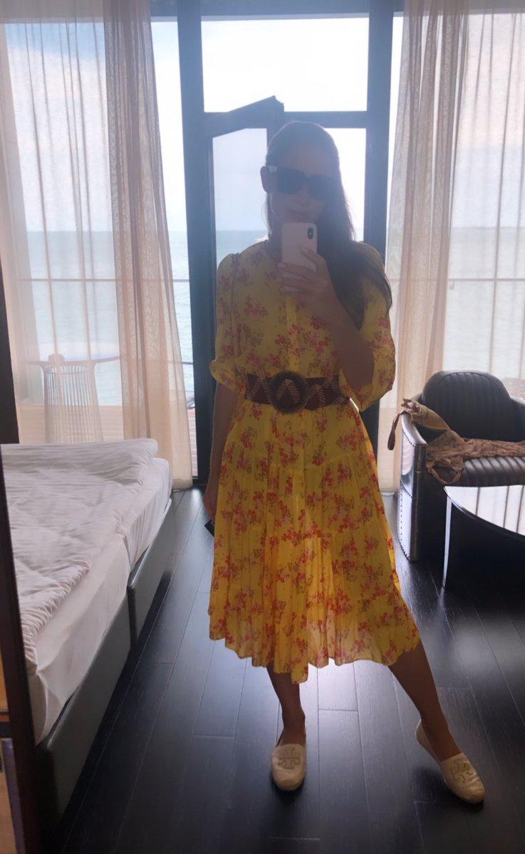 Осадчая в желтом платье