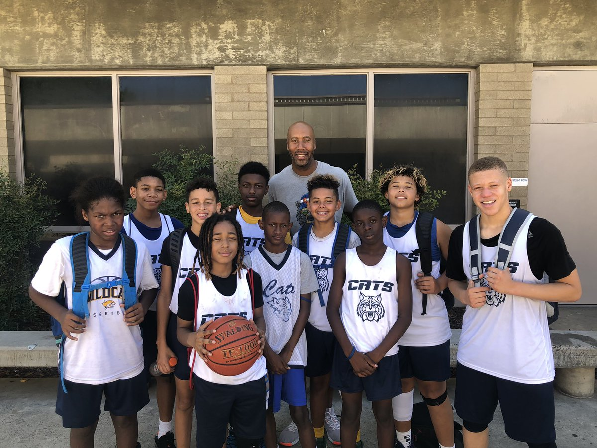 The Cats would like to send a huge shout out to Mr.Bruce Bowen for watching our games and delivering words of encouragement and advice to our team! 🏀🏀🏀🏆 #thankyousir @Bowen12 @VinceBowen8 @ReginaldFelder4 @DonyellBooker @sunnysidebball @bduck87ways https://t.co/nFQN4Bq3G1