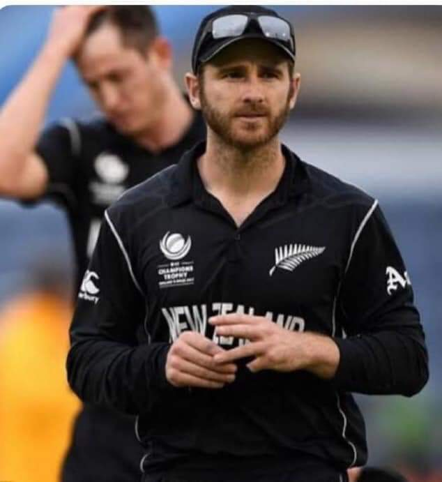 "Never sledges opposition, never shouts at own players, never fights with umpires, never gives up, the most respected and deserving WC captain ""Kane Williamson""   #indiavsNewzealand <br>http://pic.twitter.com/Xc3oqsgqKZ"