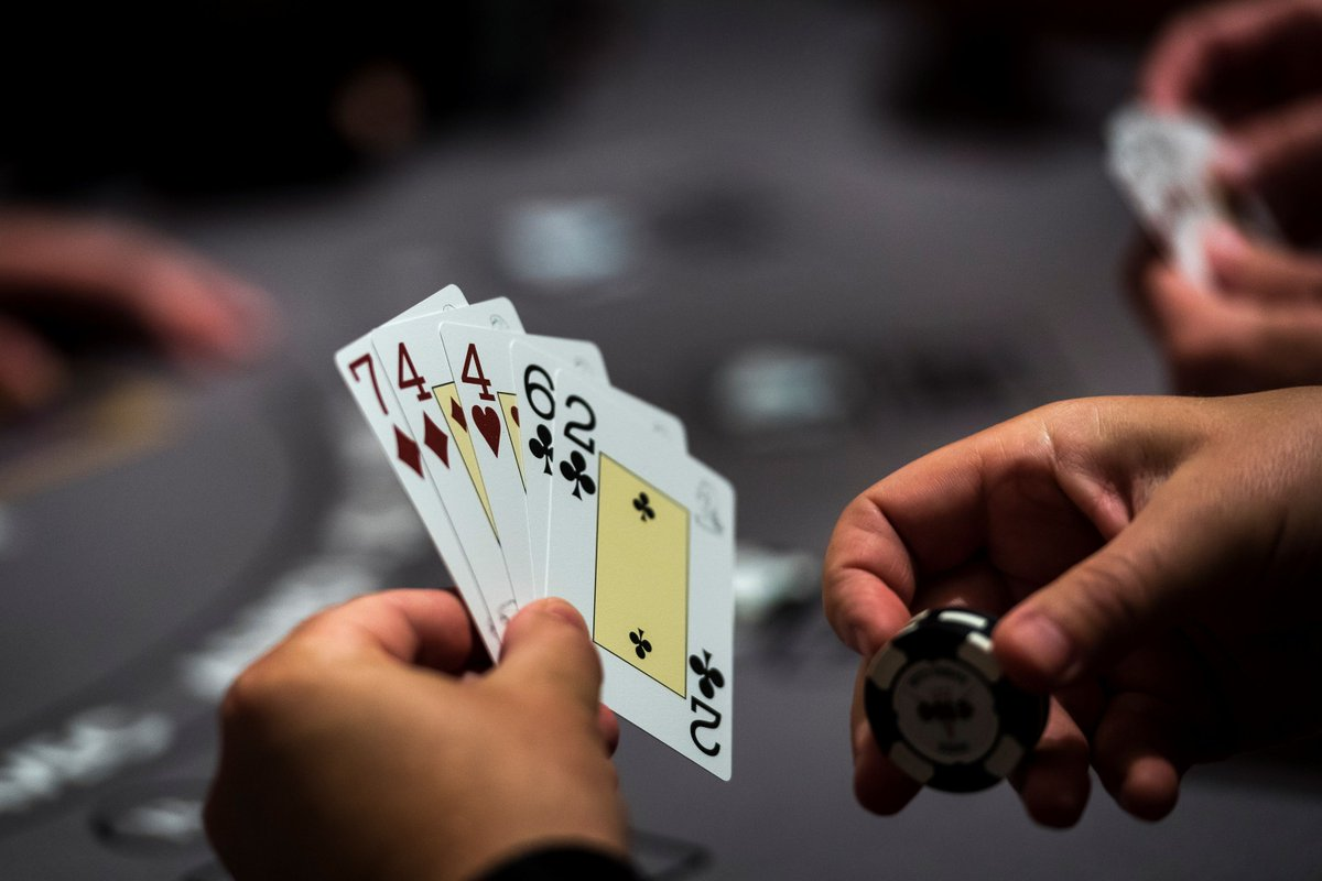 "Facebook and CMU's ""superhuman"" AI poker program beats human pros"