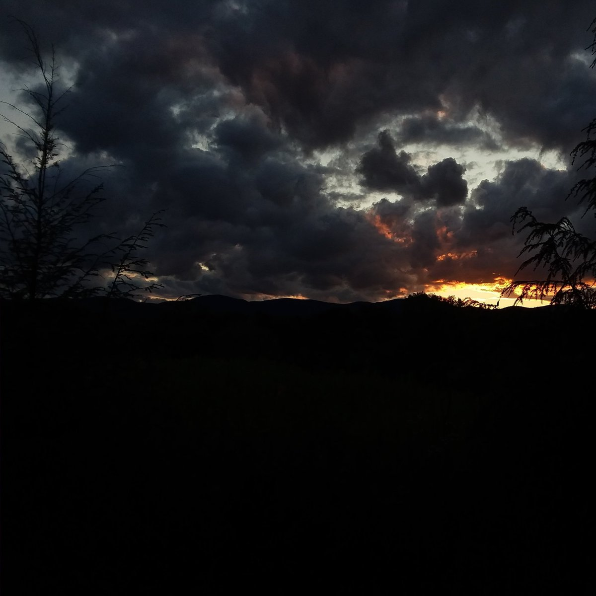 Thanks for hanging out with us in Waterbury! . . . #thisisvt #waterburyvt #discoverwaterbury #vermontviews #sundaysunsets<br>http://pic.twitter.com/ftSpfYNrxy