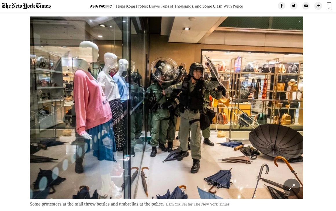 Surreal photo by @LamYikFei of faceless mannequins staring down police officers in riot gear in a luxury shopping mall in suburban Hong Kong https://www.nytimes.com/2019/07/14/world/asia/hong-kong-sha-tin-protest.html …