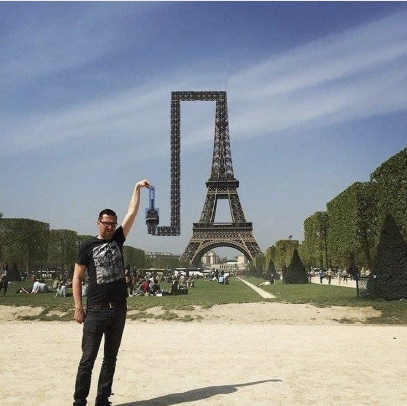 pissing-on-the-eiffel-tower