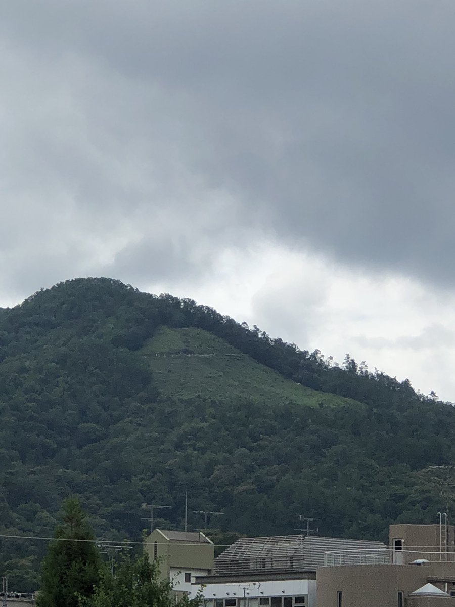 皆さんおつす!  寝落ち系競馬予想家てんぐです☺️  今日の仕事場はこの大文字山の近く!  絶賛祇園祭開催中ですが 京都の夏は祇園祭りで始まり大文字で終わりっていう感じです😆  皆さん海の日の午後楽しく過ごしてください😆