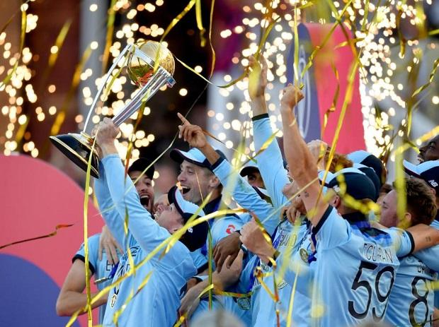 What an English summer!  *England lift #ICCCricketWorldCup2019 *Novak Djokovic wins #Wimbledon2019  *Lewis Hamilton wins British Formula One Grand Prix<br>http://pic.twitter.com/6Q3Tz0R1g1