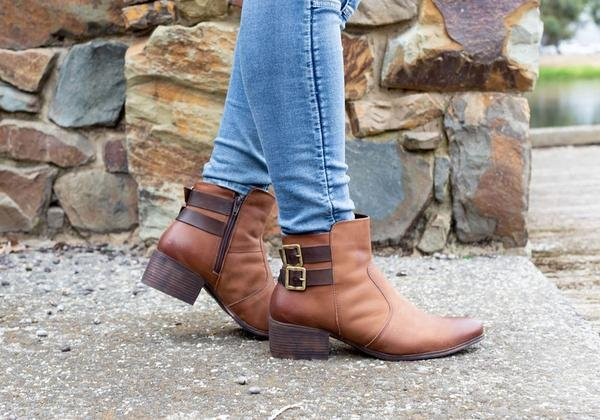 The Dazzani Hunter boots look fab with denim 👌 #boots #shoes #fashion #onlineshopping #brandhousedirect  Shop Hunter by Dazzani here: https://t.co/UVcHPEJHal https://t.co/91w73LNOa2