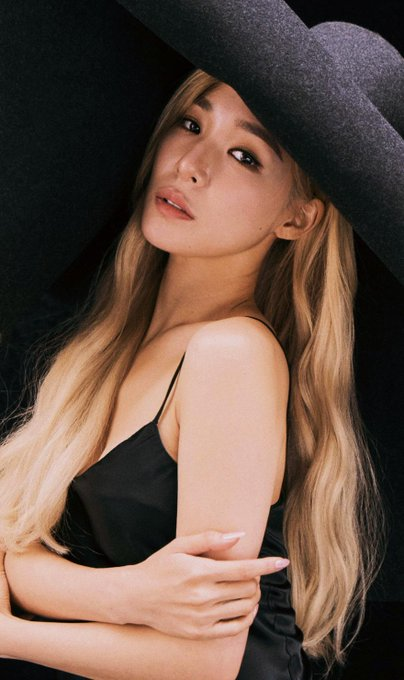 [PHOTO] Tiffany Young 'OURSONG' digital limited collectible card D_fxLPmU0AIn2dZ?format=jpg&name=small
