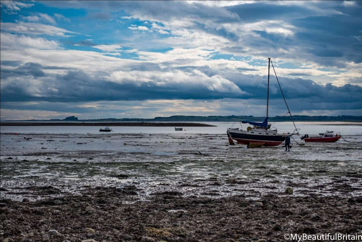 Views of Holy island, #lindisfarne #holyisland #northumberland  #fishing #boats @CloudAppSoc https://t.co/Dk7IXHXgeP