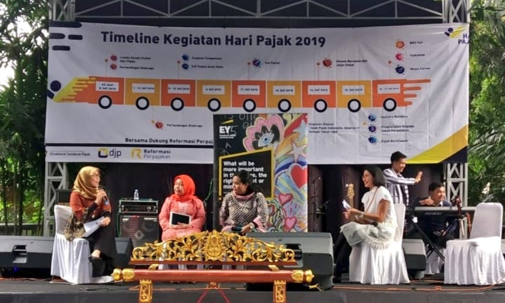 It was a good sharing session from both of our #WinningWomen, Elidawati of Elcorps and Ida of Roemah Snack Mekarsari at BDS Fair 2019. They shared the ups and downs of the business and how tax compliance help expand their business. #HariPajak #EYIndonesia<br>http://pic.twitter.com/oU1V9wQ36u
