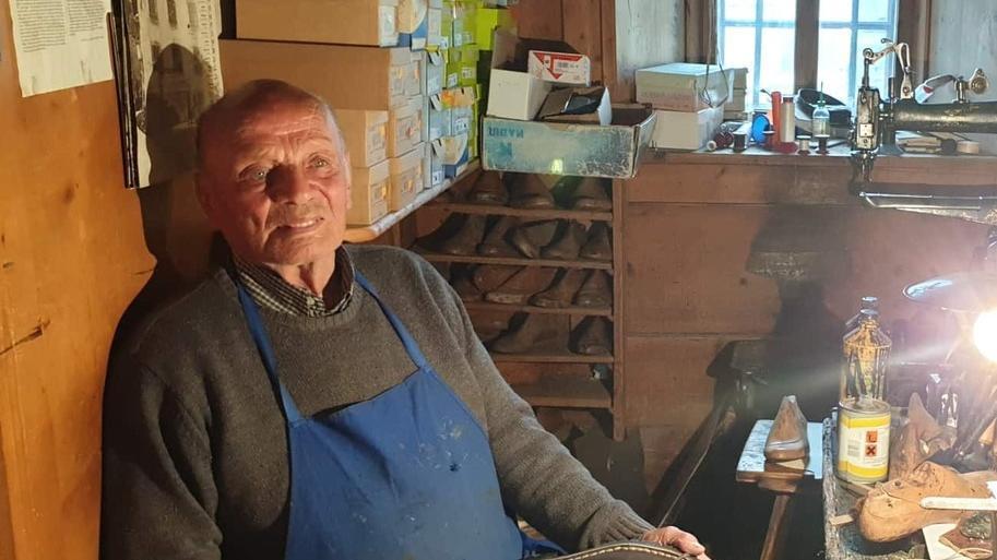 Pio Colcuc, il sindaco che fa le scarpe a mano htt...
