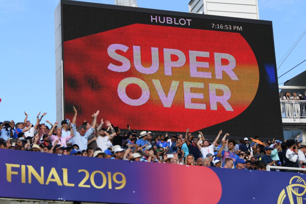 Describe in one word how you felt when you saw 'Super Over' flashing on the screen! 🤯  #CWC19Final | #NZvENG https://t.co/9Gfxq1d6p5