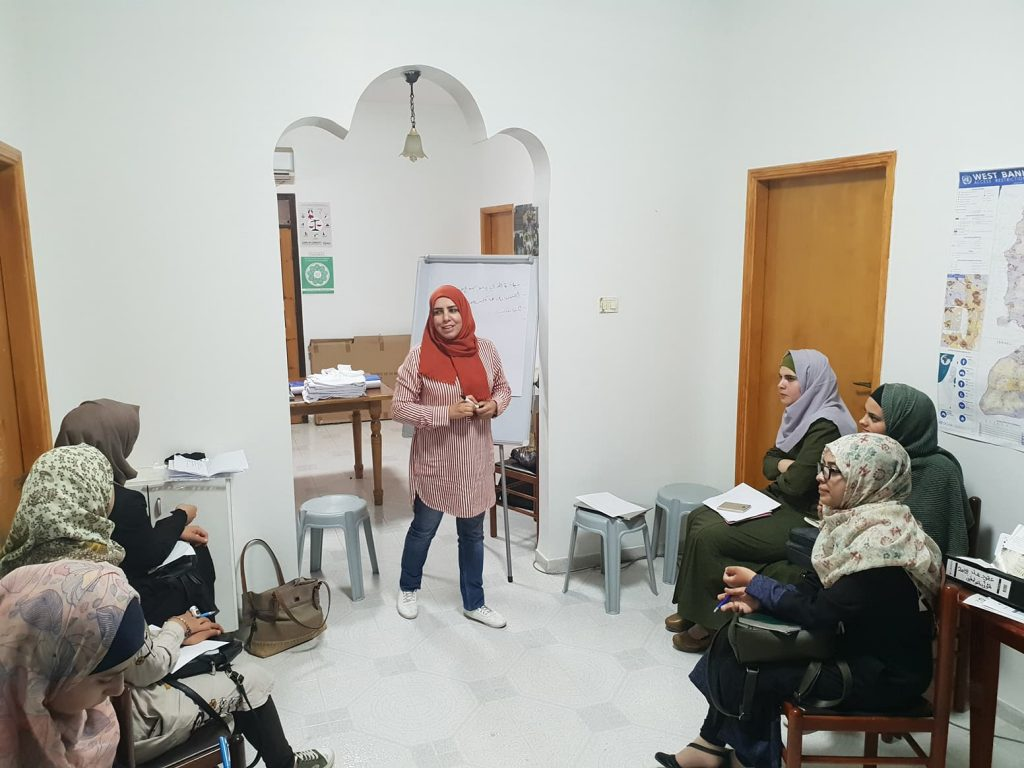 Alumna Charlotte has founded @_BecomeTheVoice to deliver training programmes around the UK developing community cohesion and encouraging equality. She's now taken this work to Palestine and plans on returning for a 2nd project this autumn. https://www.exeter.ac.uk/alumnisupporters/news/articles/takingcommunityworkfromex.html …