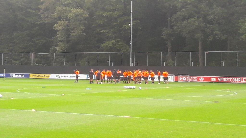 PSV vanmorgen met 30 spelers op het veld, en dat nog zonder Thomas, Unnerstall en Van Osch.