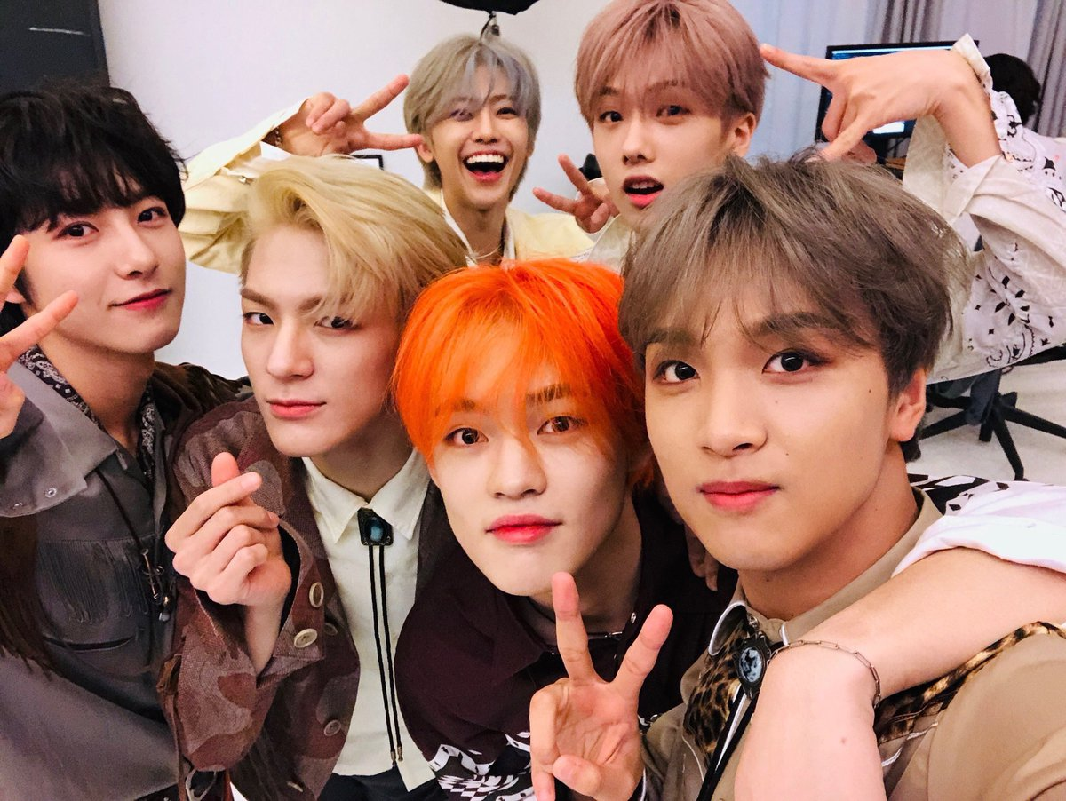 'just know you never be lonely i know its hard sometimes to see the light but you and i keep on dreaming come on'  these boys never fail to give us courage and hope, they are our fireflies and words cant describe what motivation they are in my life. #NCTDREAM_FIREFLIES<br>http://pic.twitter.com/o7DNtZt9QP