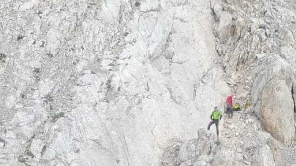 Precipita sul Civetta per venti metri: grave alpin...