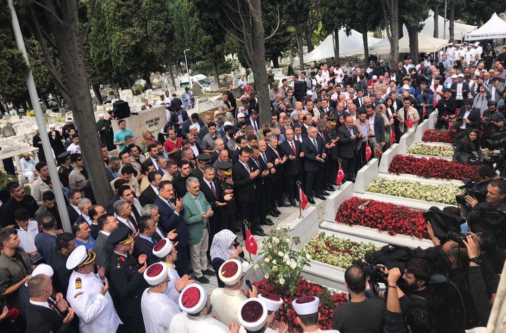 15 Temmuz'da,  İstanbul'dan 99 Türkiye'den 251  kardeşimiz şehit düştü.  2757 kardeşimiz vatan için serden geçti.   Onların adı, Bedrin Aslanlarının yanına yazıldı. Unutmadık, unutmayacağız.  #15TemmuzDestanı