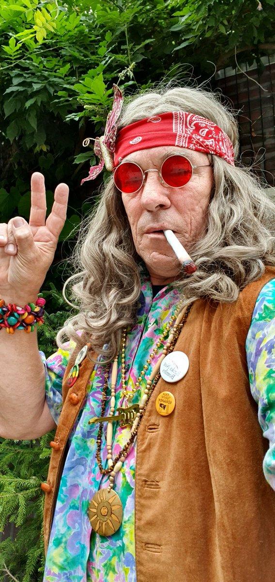 """Kenter zo un bietje mee dur, """"#BlīerOck duit #Woodstock 50 jaar."""" #Peace man! Make love, no war! No nukes please.... Zondag 21 juli 2019 zijn Harrie de #Hippie èn #MotorMuis tussen 16.00 u en 20.00 u daar aanwezig."""