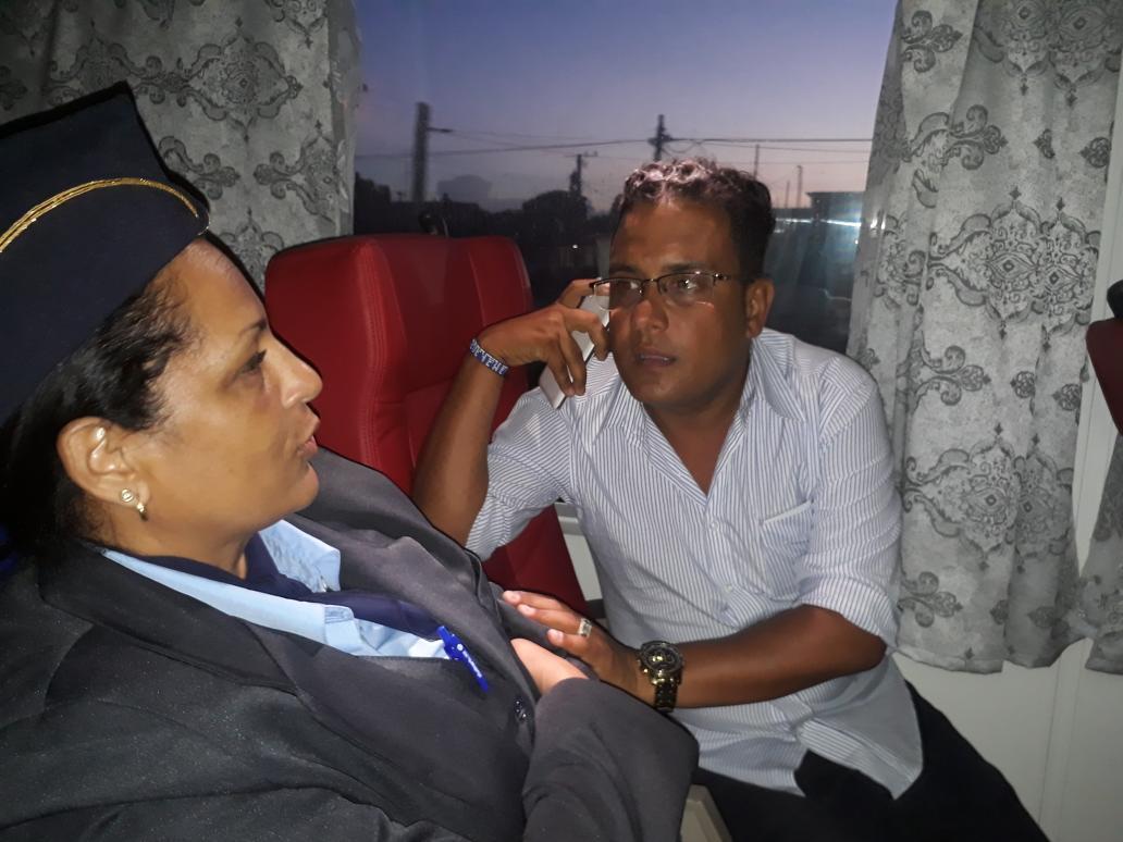 #AHORA @MagdielPerezL conversa con Merley Rosell Núñez, jefa de brigada de ferromozas con detalles del viaje inaugural Habana-Holguin. Hacemos un llamado a mantener la disciplina y cumplir con los reglamentos para cuidar este tren que tiene excelentes prestaciones y confort