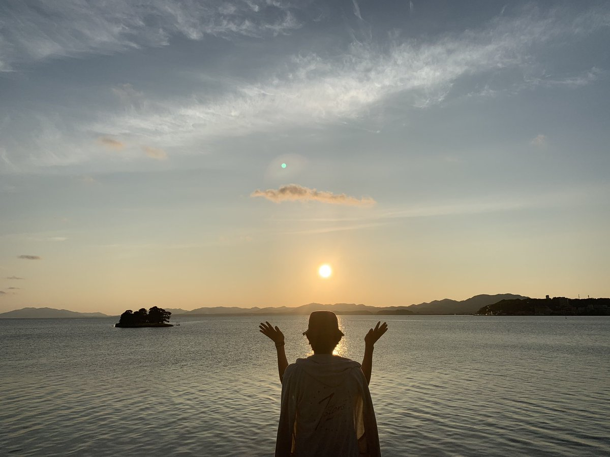 いい夕日を見れたし 改めていい街だなって思った。  派手な街並みでもないし 流行りの店も少ないけど  誰にも作れない景色が ここにあるので 県外の方も是非、この街の自慢を楽しんでください!   #sunesets #sunset #sunsetlovers   #島根  #松江カノーバ  #景色  #夕日 https://t.co/hBhhZnMxYq