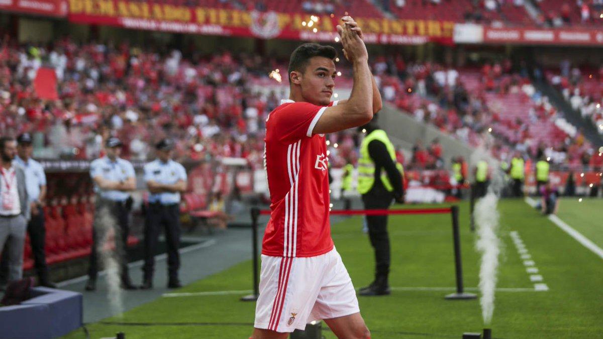 Le jeune défenseur portugais Pedro #Alvaro (19 ans) prolonge jusqu'en 2024 avec #Benfica. Clause de départ : 88M€. https://t.co/IR75Q27OGZ