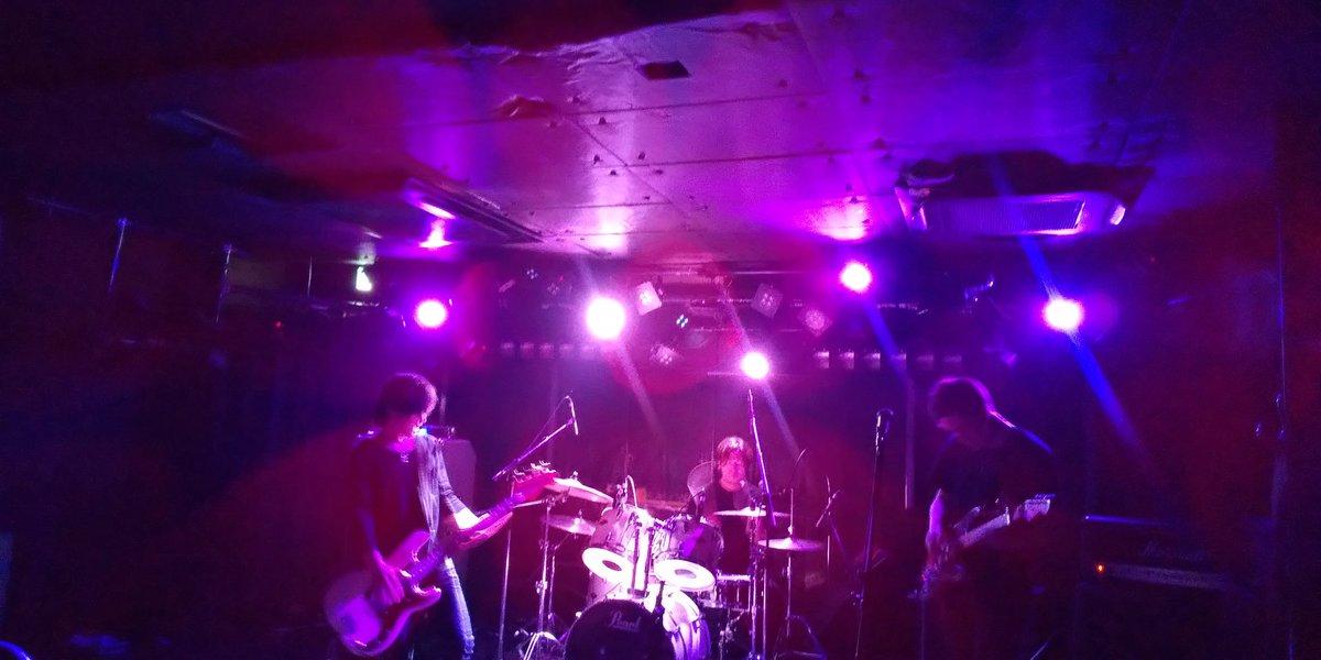 July観てきたー! どちゃどちゃカッコ良き またライブが観たい観たい観たい Fumotoさんのギターにくぎ付けでした
