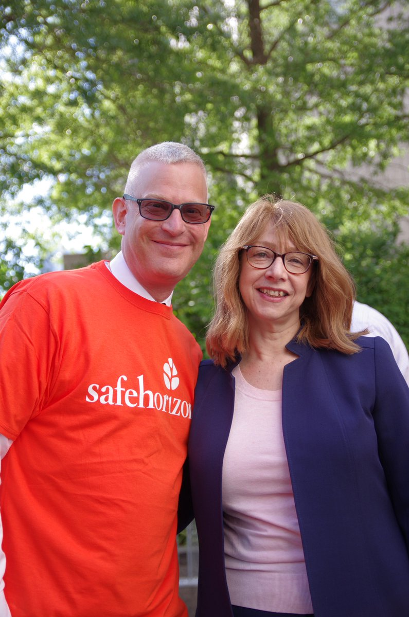 Its always a good day when I can stand next to one of New Yorks most accomplished lawmakers @LindaBRosenthal. @SafeHorizon #ChildVictimsAct #EpsteinScandal