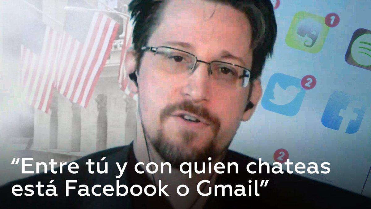 """Los gigantes tecnológicos como Google o Facebook almacenan grandes cantidades de datos personales para su propio beneficio y pueden """"poner a poblaciones enteras en servidumbre al bien corporativo"""", advierte Snowden"""