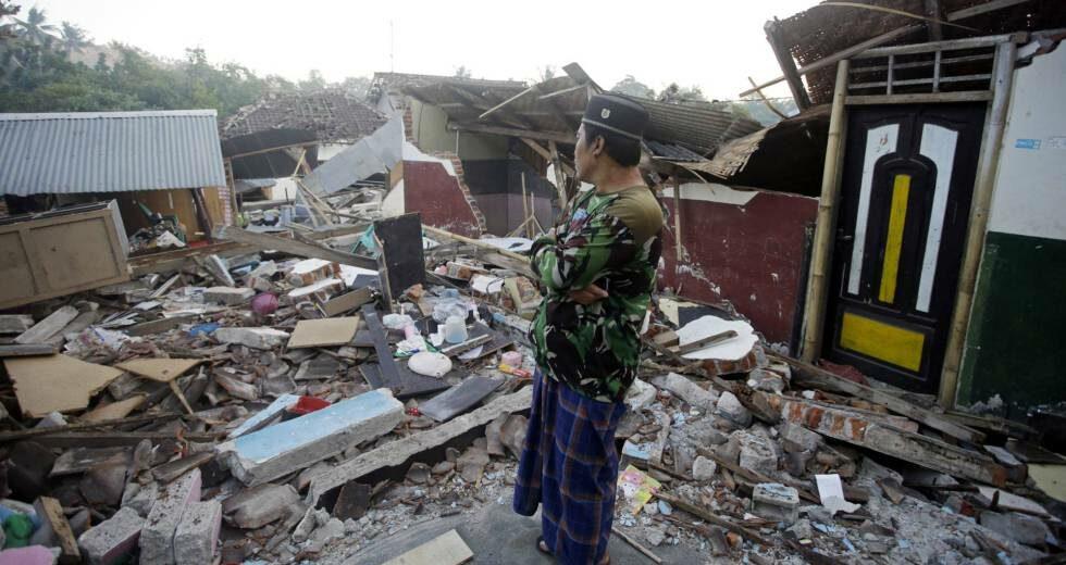 #Sucesos | Dos fallecidos y 2.000 refugiados dejó sismo en #Indonesia https://bit.ly/2JFrHem