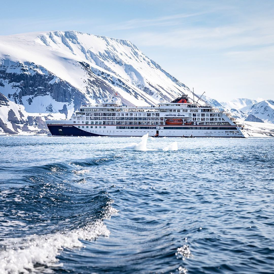 #HANSEATICnature on her first circumnavigation of the Svalbard archipelago #expedition #luxurylifestyle