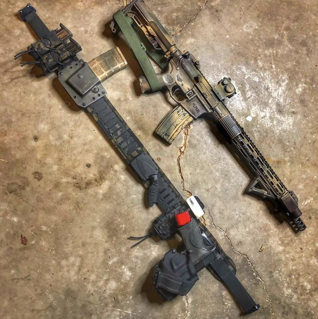 That AR-15 Mag Pouch Tho! 🤤 Picture by @th3beard3dwelder1776 #AR15 #MossbergMMR #556Nato #FiveFiveSix #Rifle #Mossberg #BlackRifle #MulticamBlackGang #Drogon #Carbine #M4 #M4Carbine #2pointsling #BlueForceGear